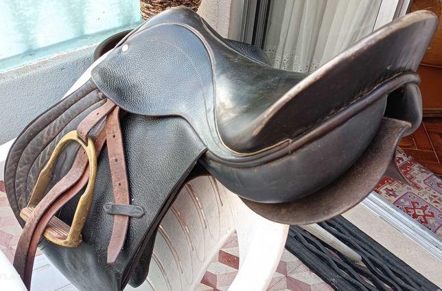 Sela em couro  cor preta para cavalo