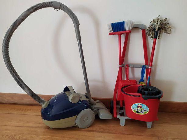 carrinho de limpeza e aspirador