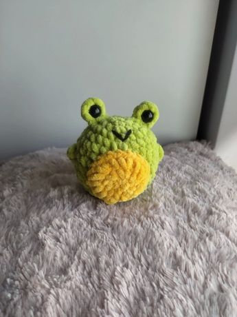 Żabka żaba robiona na szydelku Handmade amigurumi