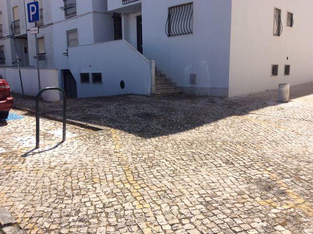 Aluga-se Apartamento T1 espacoso Carcavelos Praia