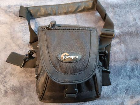 Pokrowiec na aparat fotograficzny firmy Lowepro