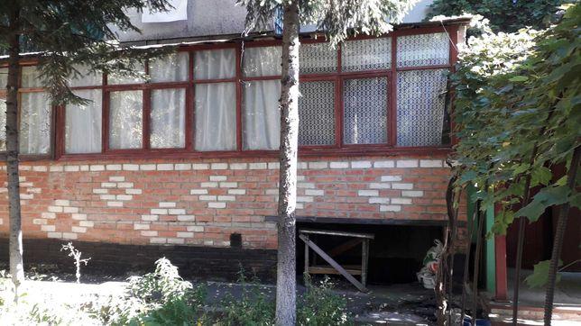 Продам двухстороннюю двухкомнатную квартиру 56 кв. м.  на Половках.