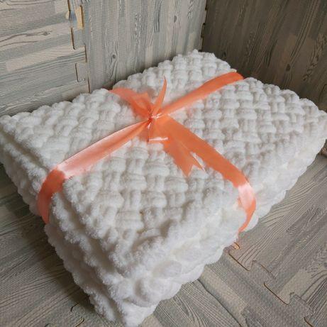 Пледи та подушки