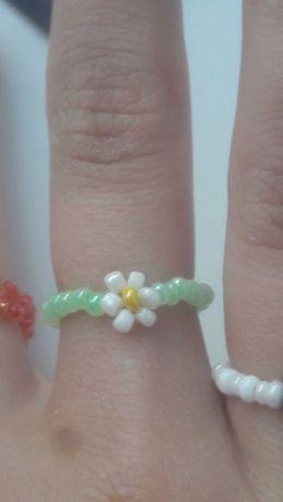 кольцо с цветком из бисера