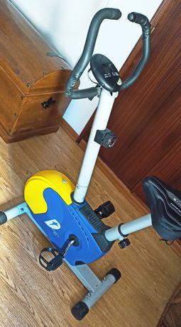 Bicicleta fixa com painel digital