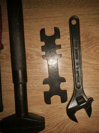 stare klucze narzędzia
