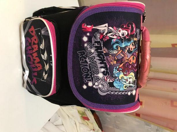 Рюкзакк -школьный/для девочки (Monster High)