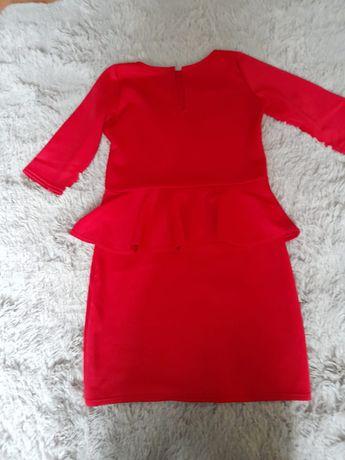 Śliczna czerwona sukienka