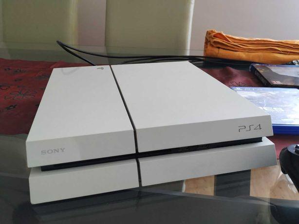 PS4 500GB Como nova + 2 comandos + 10 jogos + Ofertas