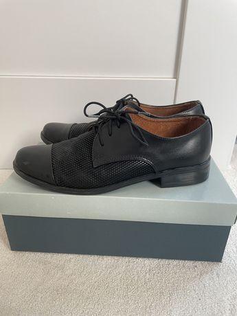 Chłopięce buty wizytowe r. 33