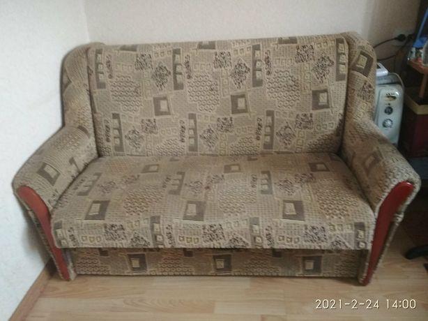 Продам диван с нищей под бельё.