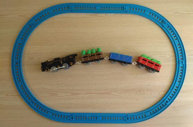 Детская железная дорога (паровоз, 3 вагона с грузом)