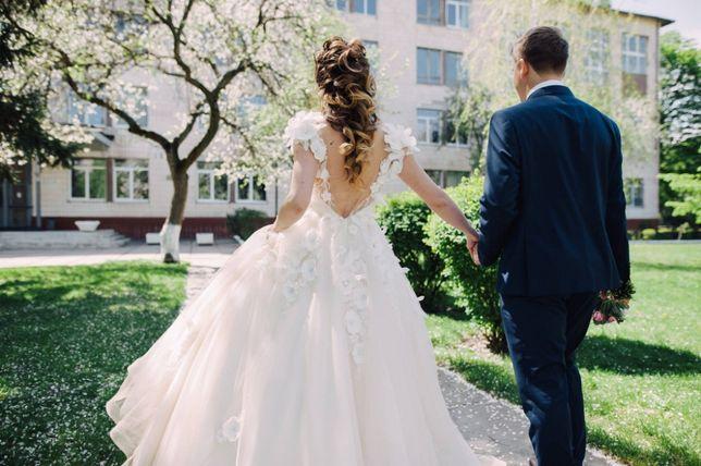 Пышное свадебное платье с открытой спинкой XS-S размер как новое