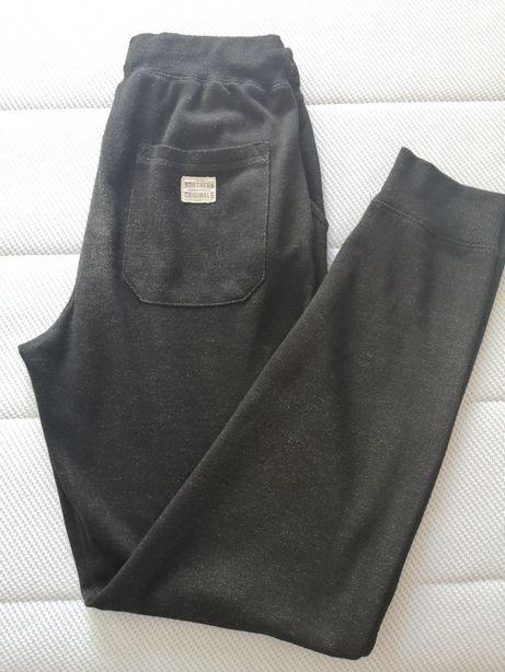 Spodnie dresowe firmy Cubus