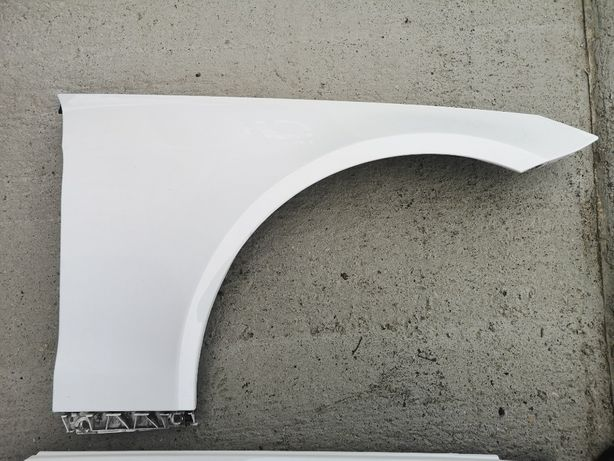 Błotnik prawy Mercedes W207 kolor c 650