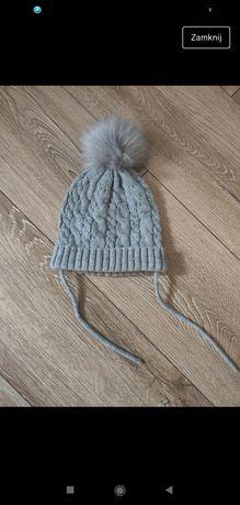 Szara czapka z bąblem 1234