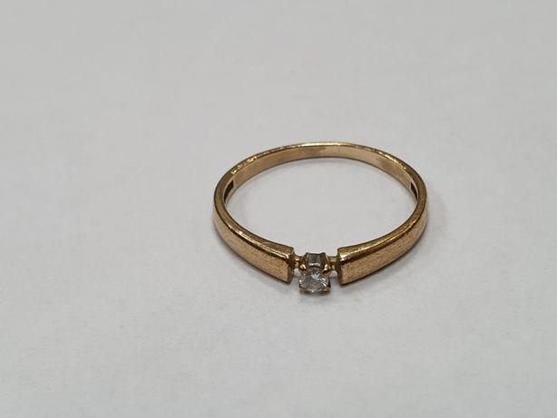 Delikatny złoty pierścionek damski/ 333/ 1.17 gram/ R13/ Cyrkonia