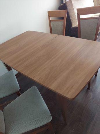 Stół  rozkladany z 4 krzesłami