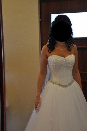 Suknia ślubna, wyszywana kryształkami