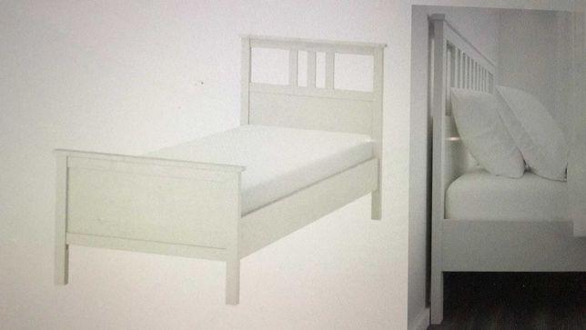 Cama com colchão e camiseiro para quarto de criança