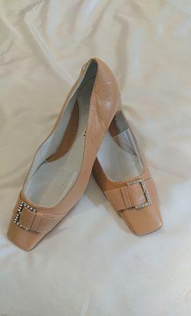 Новые. туфли женские р 39-40. натуральная кожа. heclix