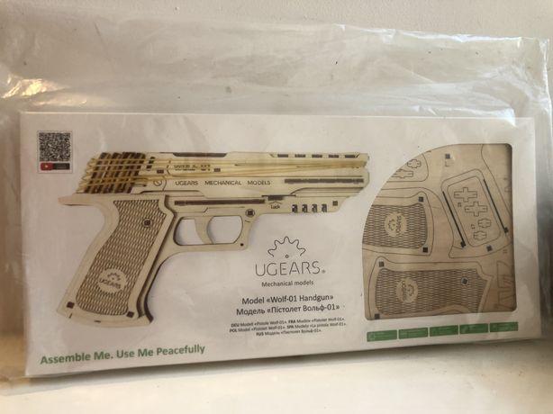 Механический 3D пазл UGEARS «Пистолет Вольф-01»