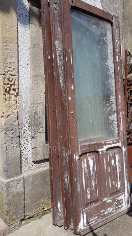 Portas antigas de madeira maciça