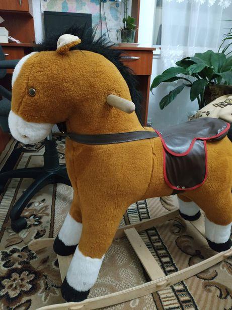 Кінь - гойдалка іграшка