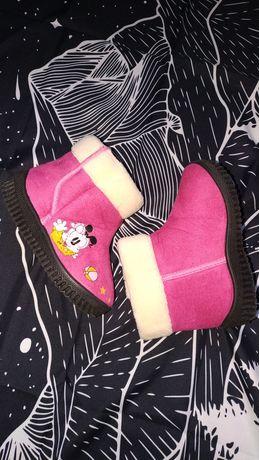 Продам новые тёплые ботиночки 26 размер