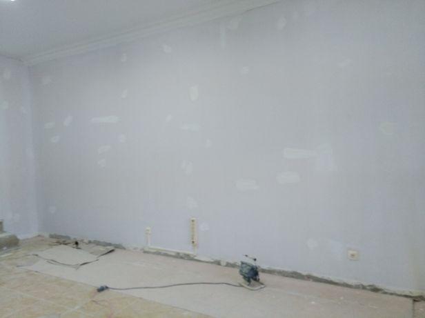 Aplicação de estuque em paredes de cozinha casas de banho ou pladur