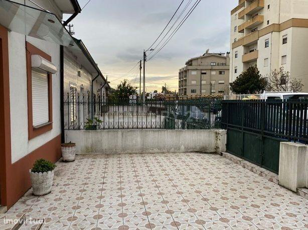 Casa para restaurar em Baguim do Monte junto ao Metro