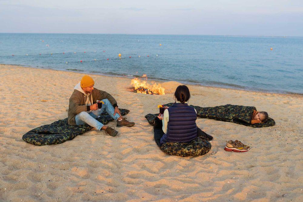 Отдых на берегу моря-1