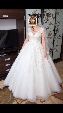 Весільна сукня.