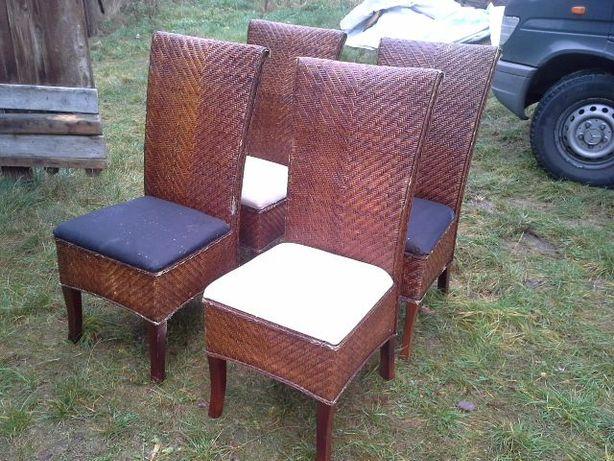 wygodne krzesła ratanowe z dębową konstrukcją wysokie oparcie