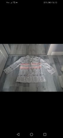 Bluzka Xana w geometryczne wzory.