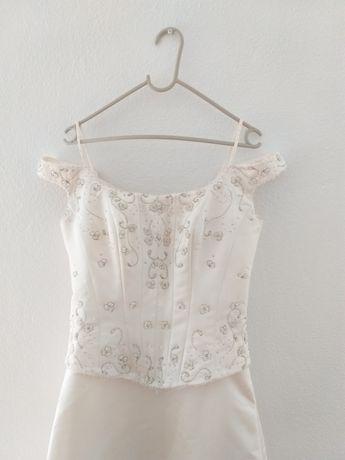 Vestido de noiva, usado.