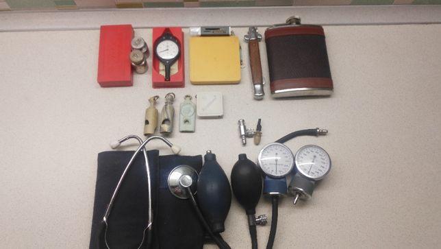 Курвиметр, фляга, прибор для измерения давления, нож