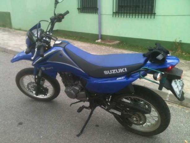 Moto Susuki 125 DR SM