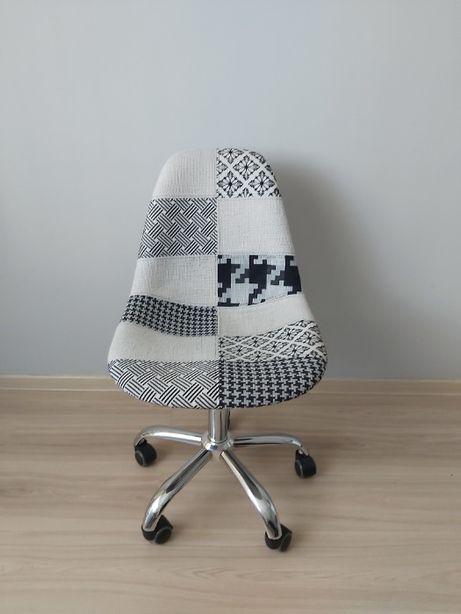 Krzesło do biurka - tapicerowane i regulowane