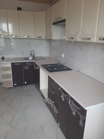 Нові великі кухонні меблі