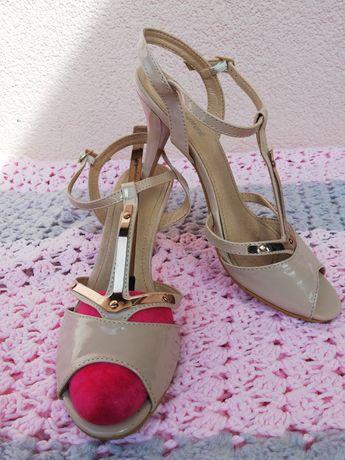 Sandałki szpilki beżowe 38