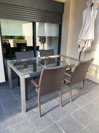 Mesa e cadeiras para interior ou exterior