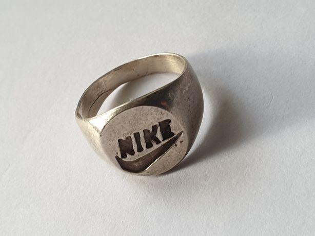 Srebrny sygnet pierścień firmy Nike .srebro 925