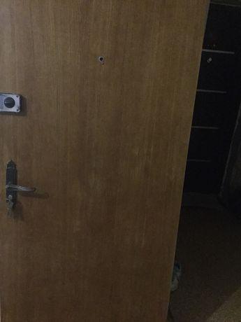 Дерев'яні двері з коробкою