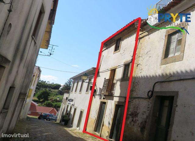Casa de habitação no estado de ruína situada no Centro da Vila Sertã