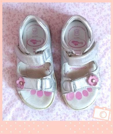 Srebrne sandałki dziewczęce r. 23 profilowane stan idealny dziewczynka