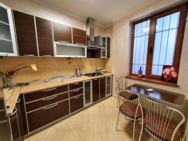 Здається 2-х кімнатна квартира в ЦЕНТРІ міста на вул.ШКІЛЬНА. Котел.