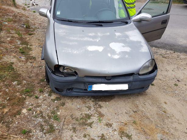 Opel Corsa B acidentado