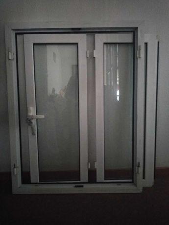 Janelas de alumínio lacado com vidro duplo.