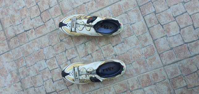 Sapatos ciclismo estrada dmt 41,5 sola carbono